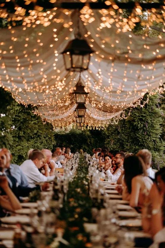 Diner tijdens een Italiaanse bruiloft
