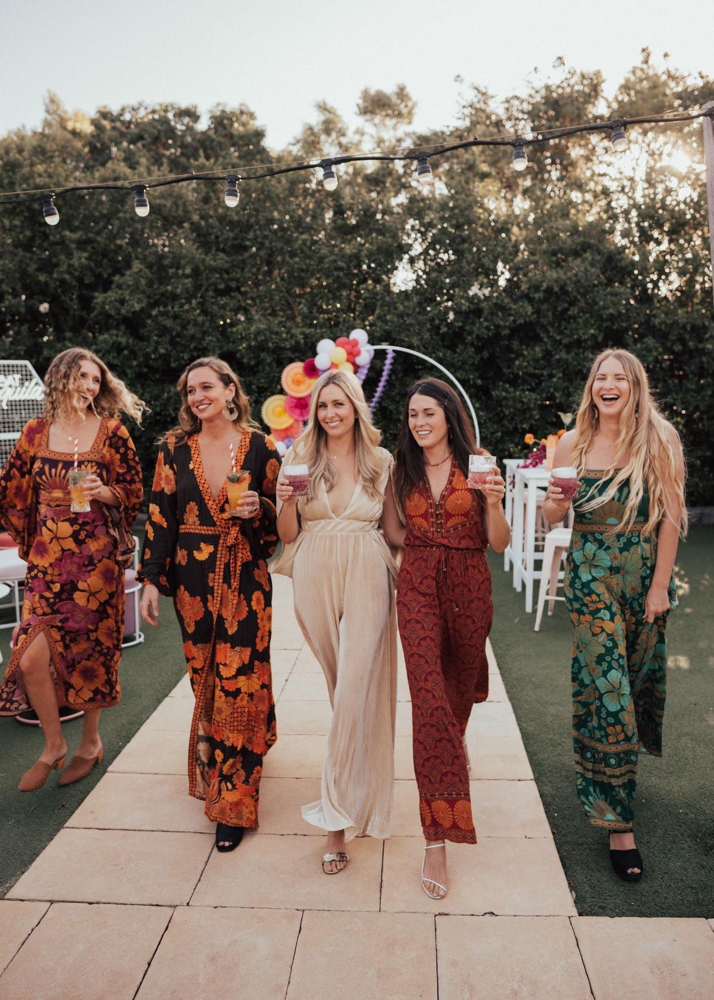 Vrouwen op het vrijgezellenfeest van de bruid