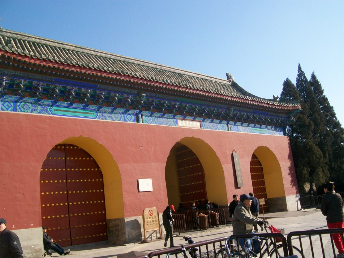 Things to Do in Beijing: Bartering with Touts Outside the Temple of Heaven