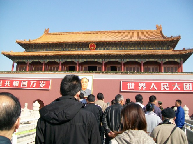 We didn't want to believe that the huge line under the Mao Zhedong photo led into the Forbidden City. Instead, we wandered around outside the outer walls for over an hour.
