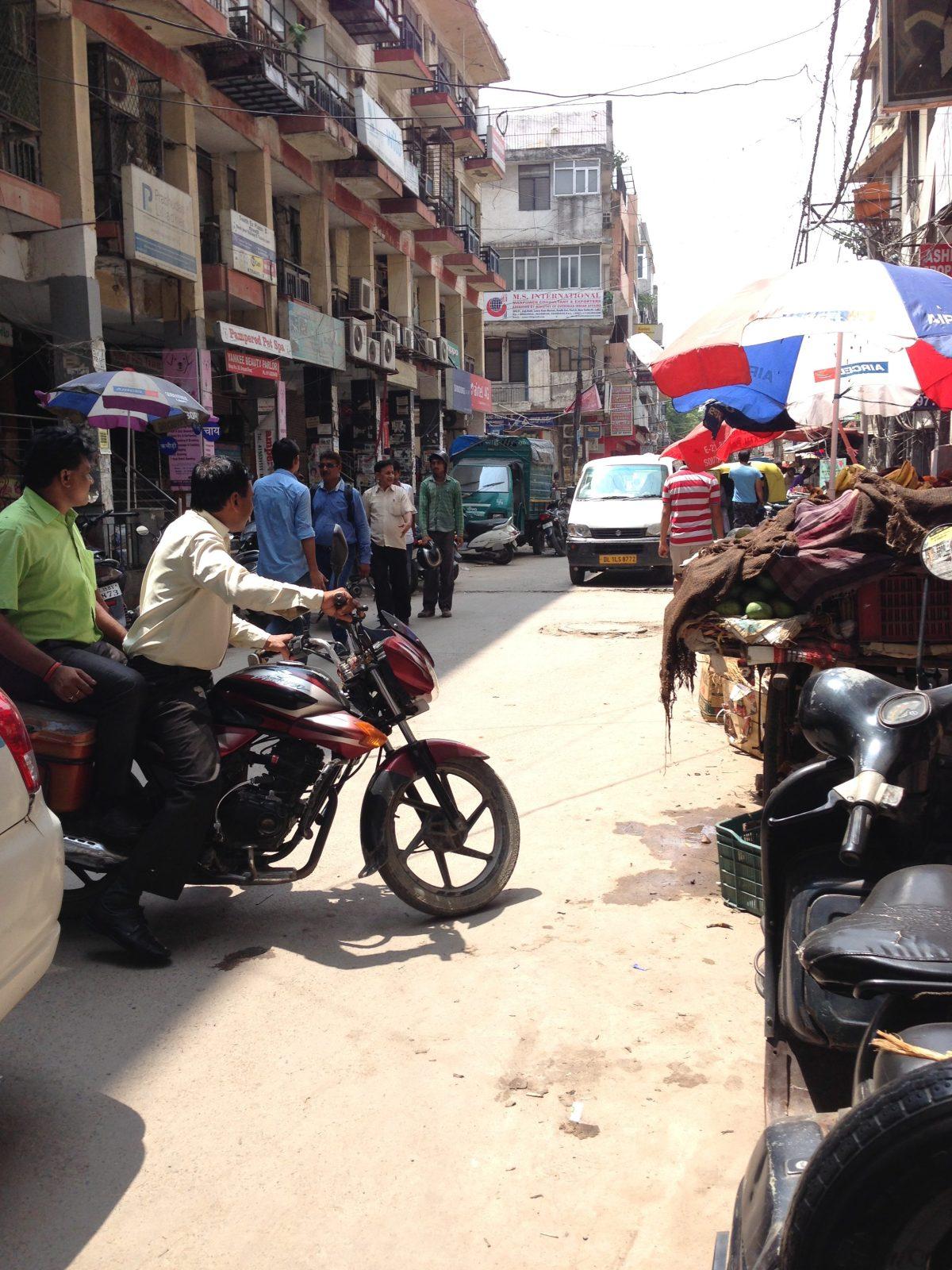Delhi Taxi: Street Happenings at a Random Intersection