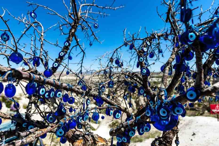 Protecciones Mágicas: Árbol con Ojos Turcos Azules