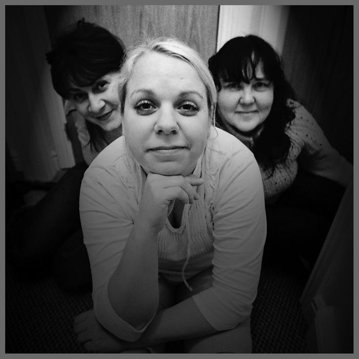 Tania, Katrin i Reet - sasiadki (jakie siatki!?) moje / my roommates
