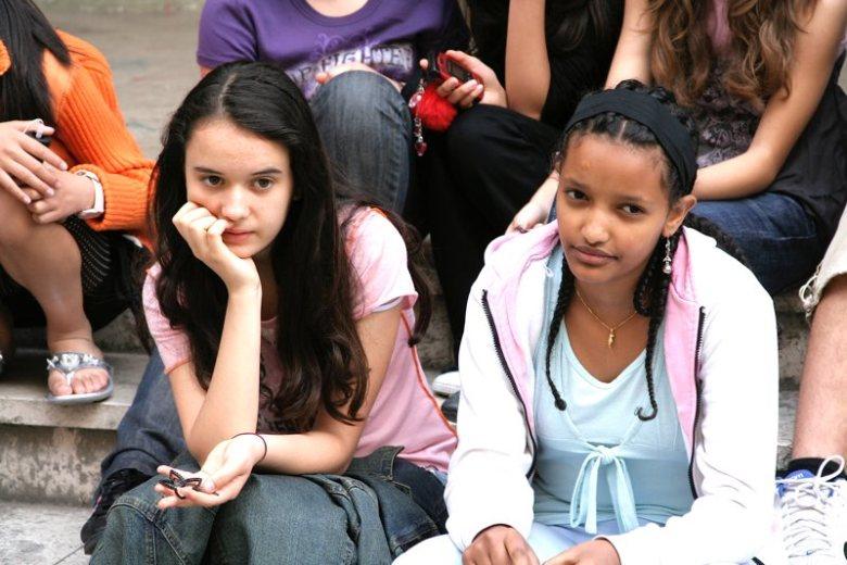 Due giovani allieve di un corso di scrittura creativa