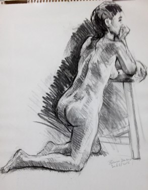 Pose agenouillée accoudée sur un tabouret