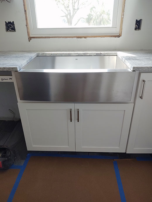 Kitchen Cabinets and Farmhouse Sink