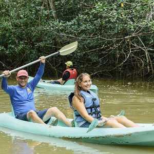 damas kayaking tour couple