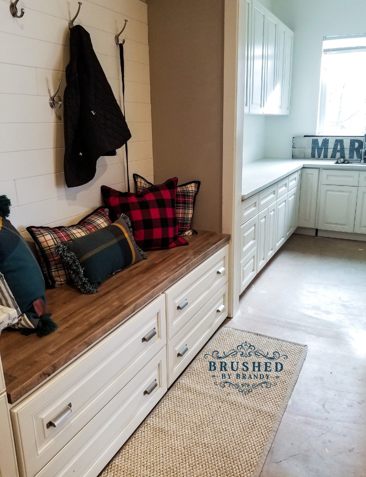 Dixie Belle Paint projects DIY Mud Room Bench