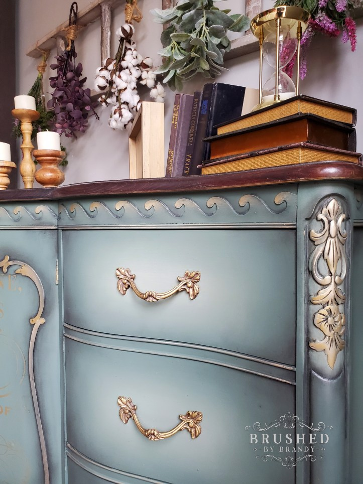 Wax adds to a shading effect : The Difference Between Furniture Wax and Glaze