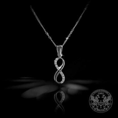 Нежен медальон под формата на безкрайност