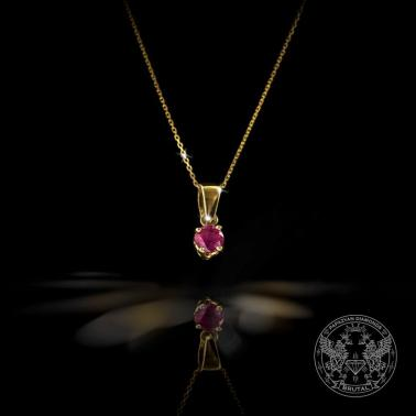 Нежен медальон с рубин