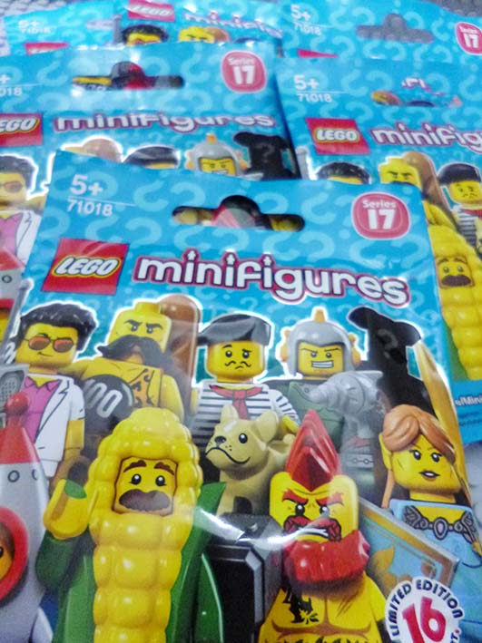 Lego Minifigures Series 17 pack
