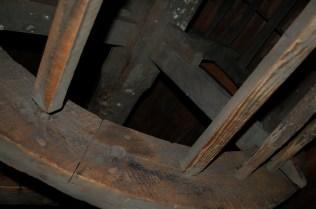 Risset etter oppmerking for spilene på det gamle vindehjulet i Bredsgården 2b