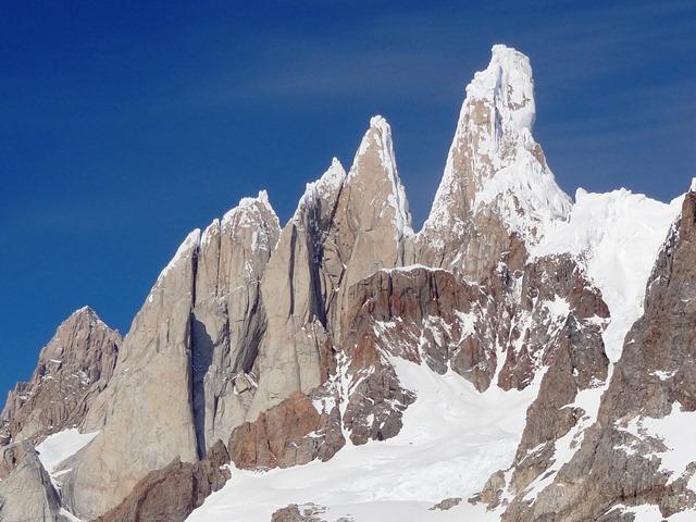 1. Grupa Cerro Torre od zachodniej strony (styczen 2015)
