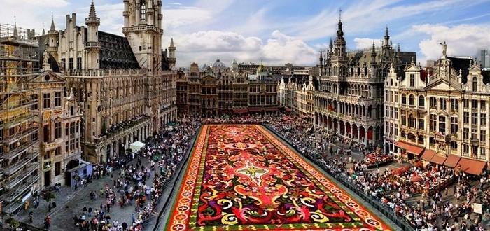время в Брюсселе