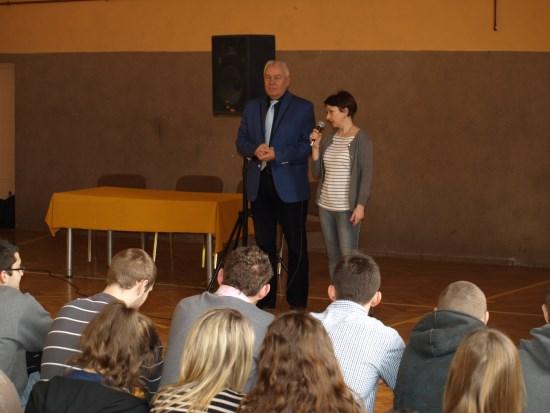 Starosta odpowiadał na pytania uczniów ze Słowiańskiej