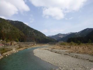 【美山町平屋地区】ほぼ中心地、美山町を貫く由良川