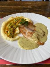 PF Digital -Tilapia grelhada ao molho de limao, pure de batatas com tartar de legumes