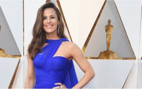 1520228626 jennifer garner showed up to the oscars proving she lives in technicolor while were all stuck in black and white 1