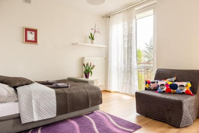 Salon połączono z sypialnią
