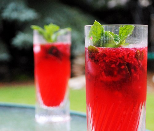 Raspberry Mojitos | bsinthekitchen.com