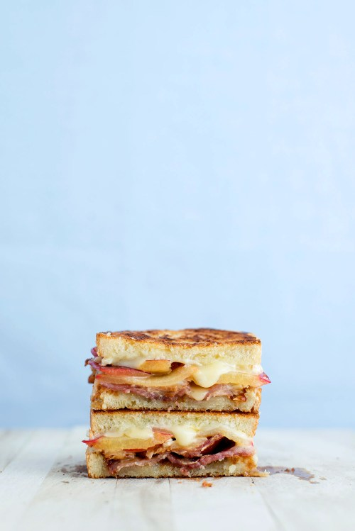 Plum, Bacon, Blue Cheese & Brie Grilled Cheese | bsinthekitchen.com #grilledcheese #sandwich #bsinthekitchen