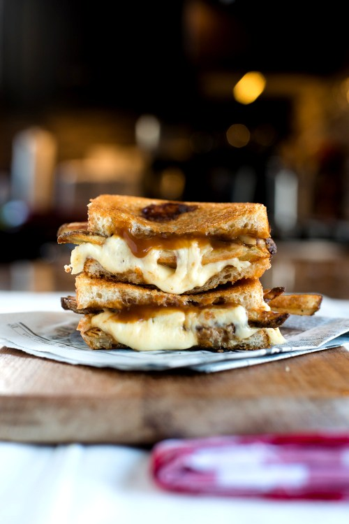 Poutine Grilled Cheese | bsinthekitchen.com #grilledcheese #poutine #bsinthekitchen