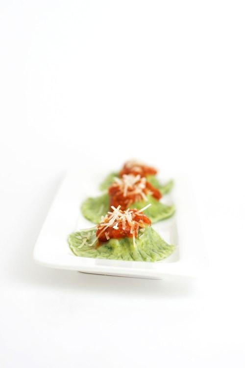 Ricotta & Spinach Stuffed Spinach Ravioli | bsinthekitchen.com #ravioli #spinach #bsinthekitchen