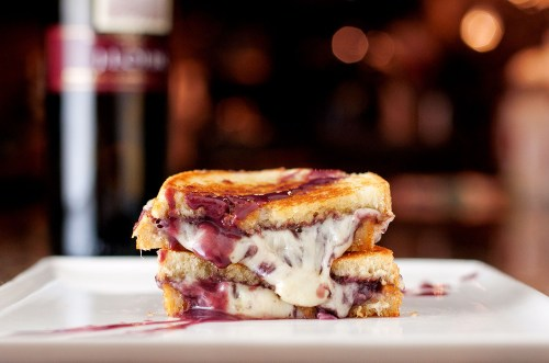 Wine & Cheese Grilled Cheese | bsinthekitchen.com #grilledcheese #redwine #bsinthekitchen
