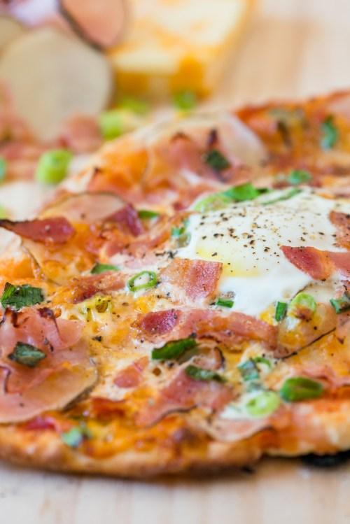 Breakfast Pizza | bsinthekitchen.com #pizza #breakfast #bsinthekitchen