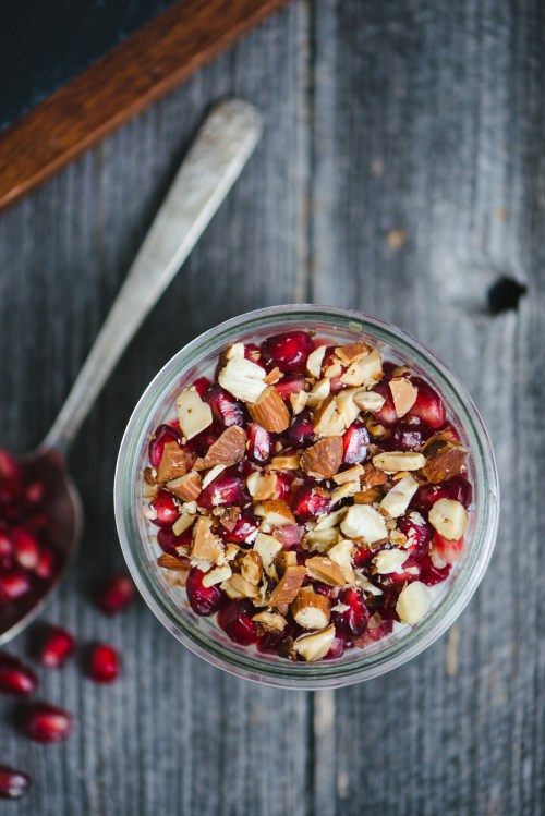 Pomegranate Almond Oatmeal | bsinthekitchen.com #oatmeal #pomegranate #bsinthekitchen