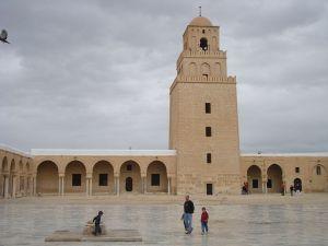 Die Stadt Kairouan liegt 150 Kilometer südwestlich von Tunis.
