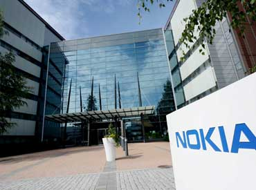 Nokia's mobile networks head quits, to split business