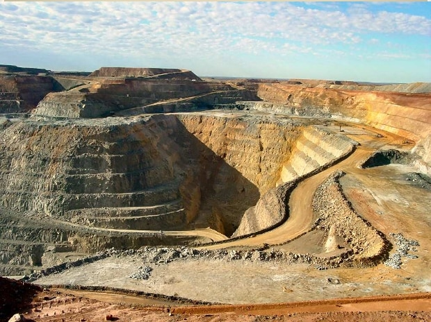 Chinese miners deals seen stalling over Canada, Australian regulations