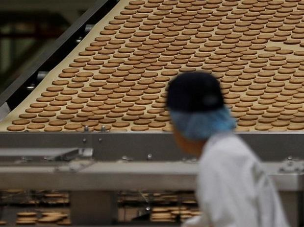 A worker inspects biscuits on the production line of Pladis' McVities factory in London Britain. Photo: Reuters