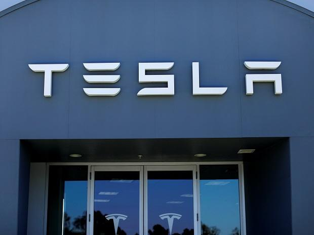 Tesla launches $5 billion capital raise, tapping in on share surge |  Business Standard News