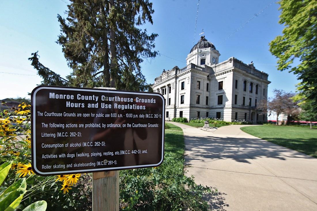 Cropped courthouse dog sign IMG_2565