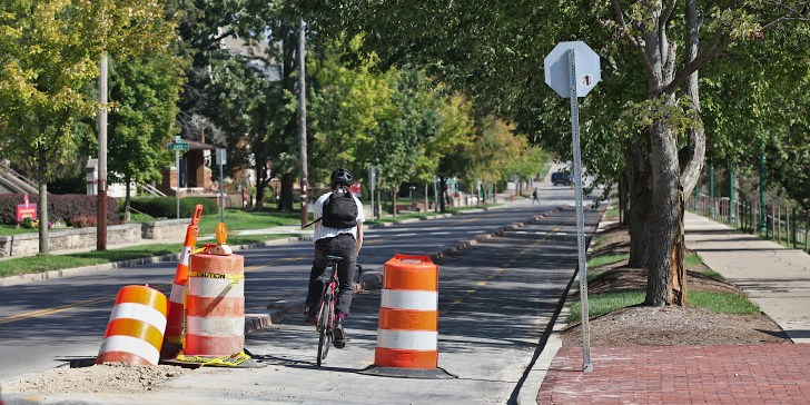 A bicyclist heads east on 7th from Indiana Avenue. (Dave Askins/B Square 2021-10-10)