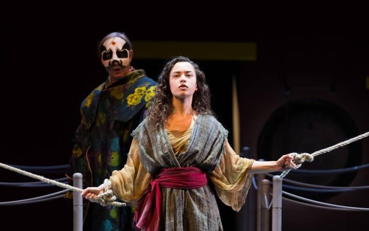 Überall und nirgendwo: Eine Opernsängerin reist um die Welt