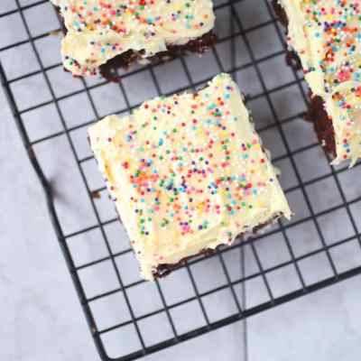 Easy Buttercream Brownies Recipe