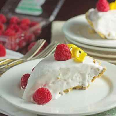 Raspberry Lemonade Freezer Pie