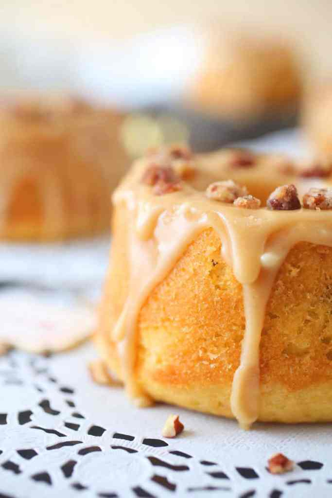 Candied Pecan and Caramel Mini Cakes