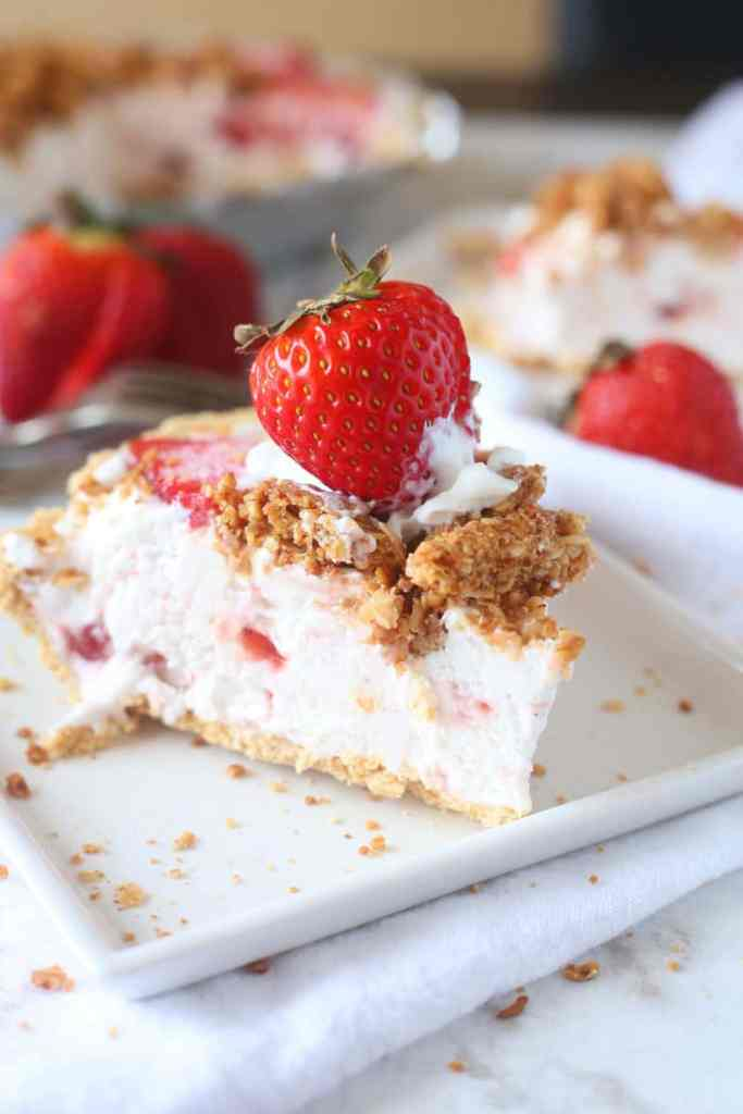 Strawberry and Granola Yogurt Pie