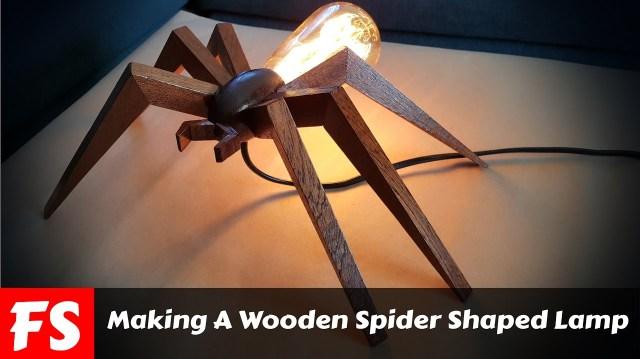 Réaliser une lampe en bois en forme d'araignée