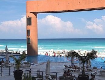 The Beach Palace Cancun (Videos)