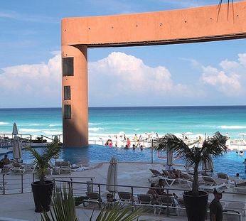 The Beach Palace Cancun (Videos)