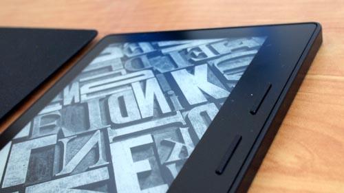 Video: Unboxing the $400 Amazon Kindle Oasis