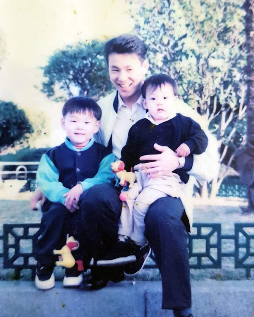 グクの家族写真❤︎家族構成 : 父、母、兄