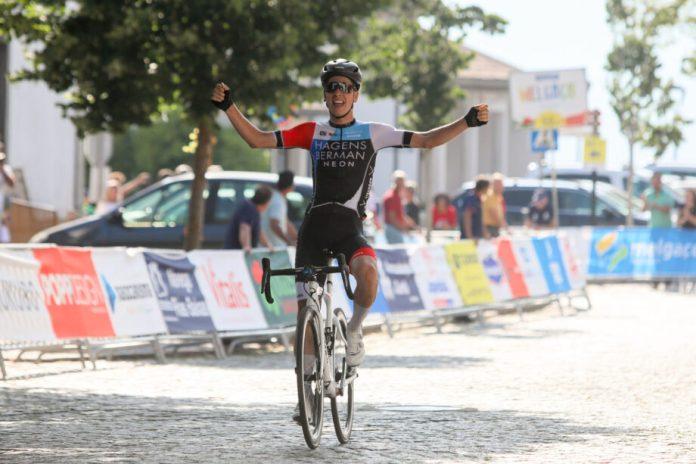 João Almeida (Hagens Berman Axeon) ganhou, em Melgaço, a prova de fundo para sub-23 dos Campeonatos Nacionais de Estrada