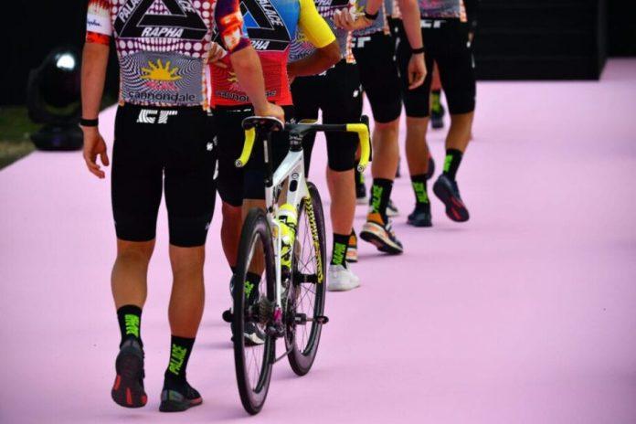 Rapha e a Palace Skateboards apresentam um kit distinto da EF Pro Cycling Team para o Giro d'Italia
